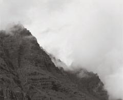 CTP0006 - CLAUDIA TERSTAPPEN. Mountain, I (Australia). - Gelatina de plata - 128 x 128. 2001